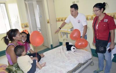 Niños hospitalizados en HVS fueron agasajados por Metro Los Teques