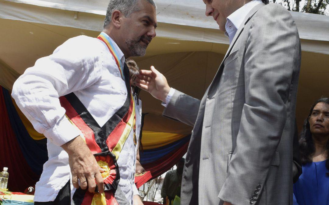 Ministro Molina recibió Orden Cacique Guacaipuro en su Única Clase