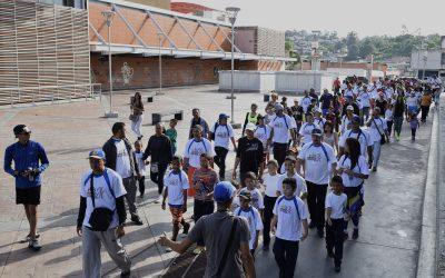 """Más de 300 personas asistieron a la """"Caminata Familiar Metro a Metro"""""""