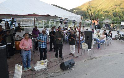 Comunidad El Nacional celebra inicio de la navidad en estación Ayacucho