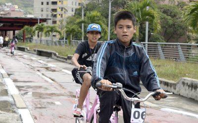 A pesar de la lluvia niños disfrutaron del 1er sábado en la Ciclovía