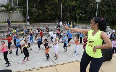 Toma deportiva puso a sudar a tequeños en Jardín Terapéutico Bicentenario