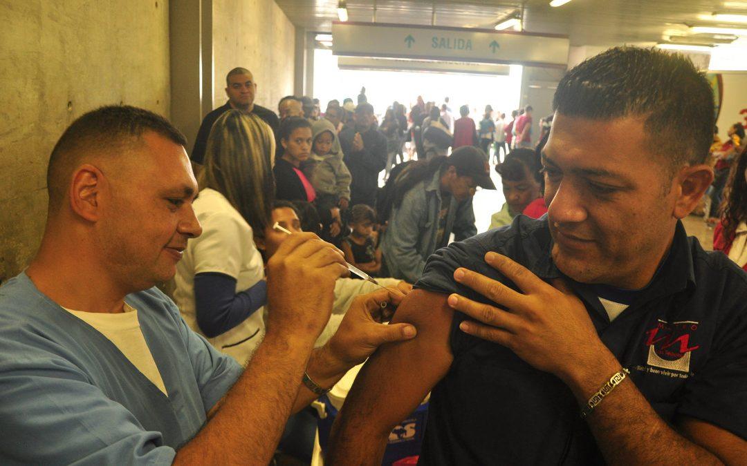 Jornada de vacunación llegó a Estación Independencia para beneficiar a 300 personas