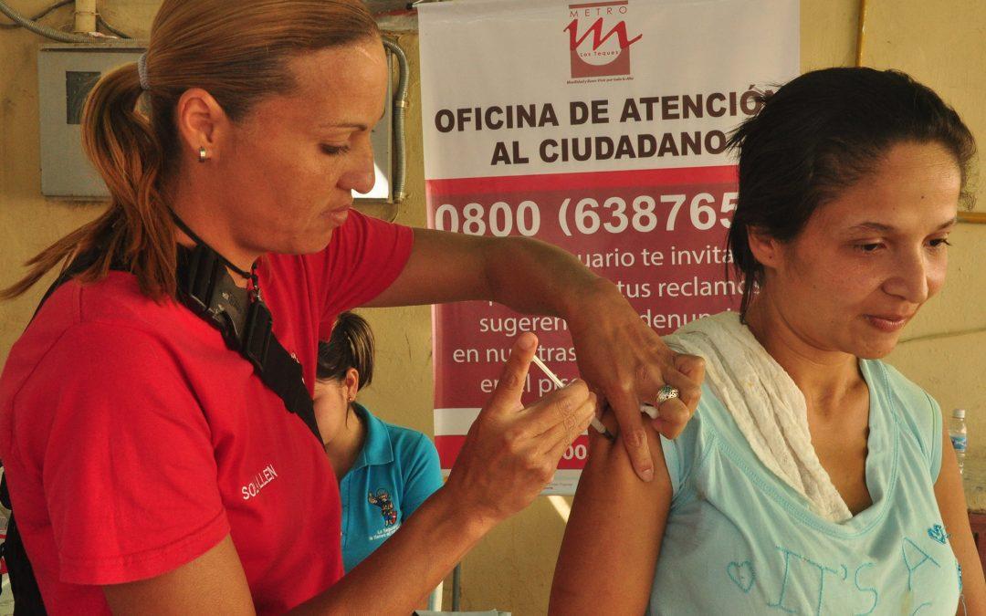 Vecinos de El Nacional beneficiados con jornada de vacunación gratuita