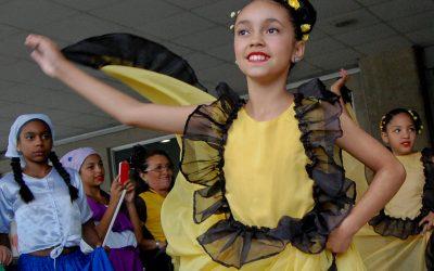 Danza nacionalista se apodera de Metro Los Teques