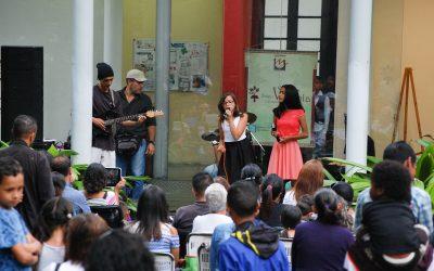 Niños cantaron en Villa Teola por su tercer aniversario
