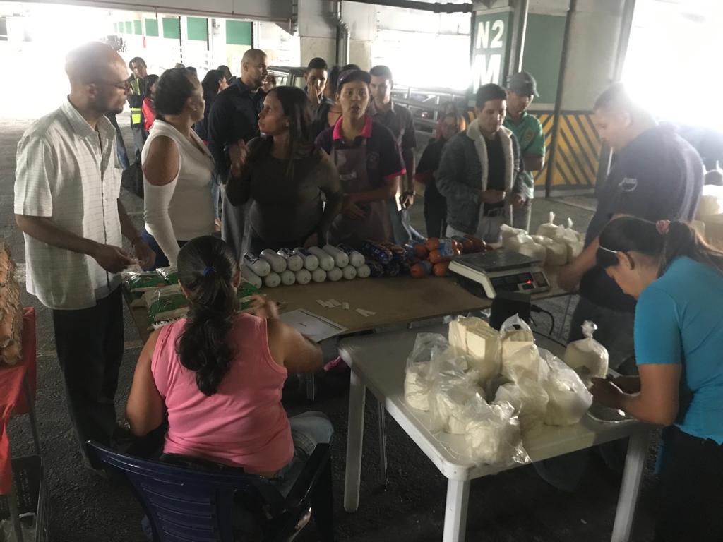 Mega jornada de venta de productos lácteos  benefició a trabajadores de Metro Los Teques