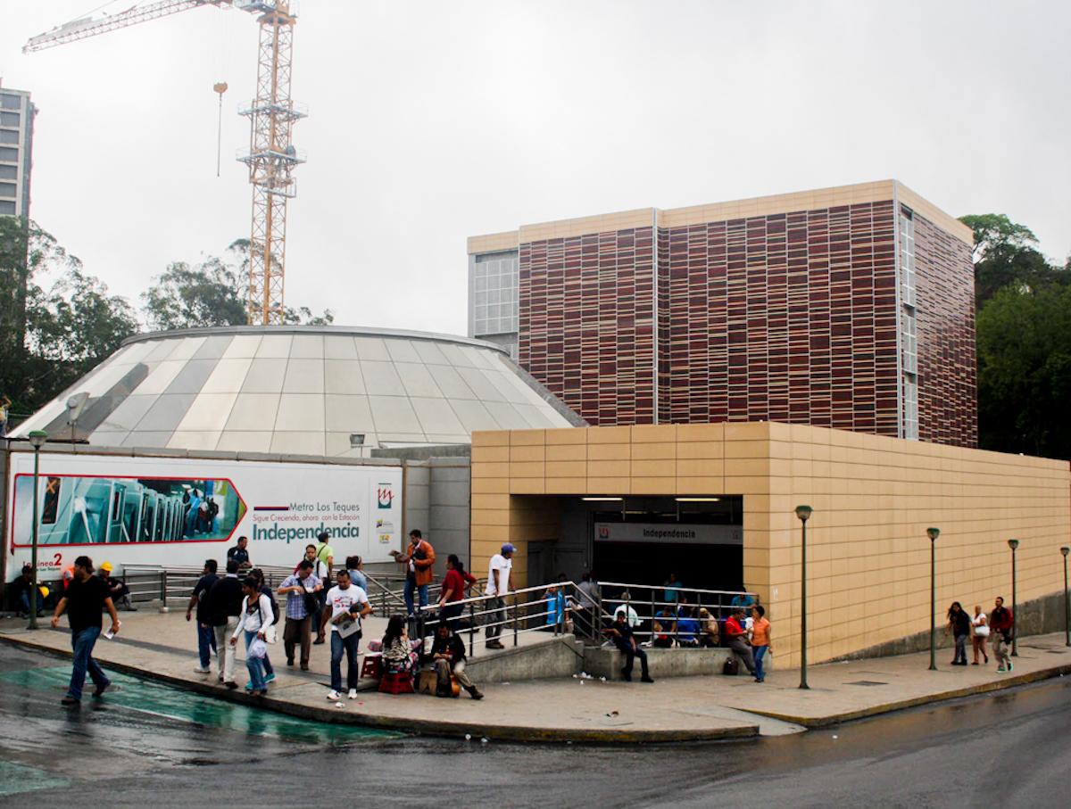 Metro Los Teques cerrará sus puertas a las 9:00 pm este 31 de diciembre y 1ero de enero
