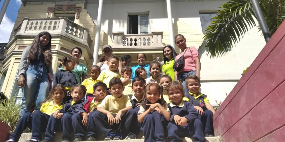 Con visita guiada niños de la UE Manuel Díaz Rodríguez celebraron 4to aniversario de Villa Teola