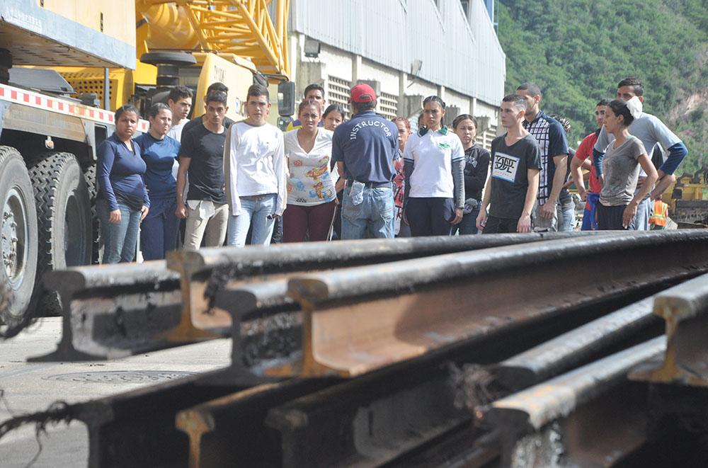 Entrenantes de Metro Los Teques realizaron práctica de cómo actuar en caso de catástrofes